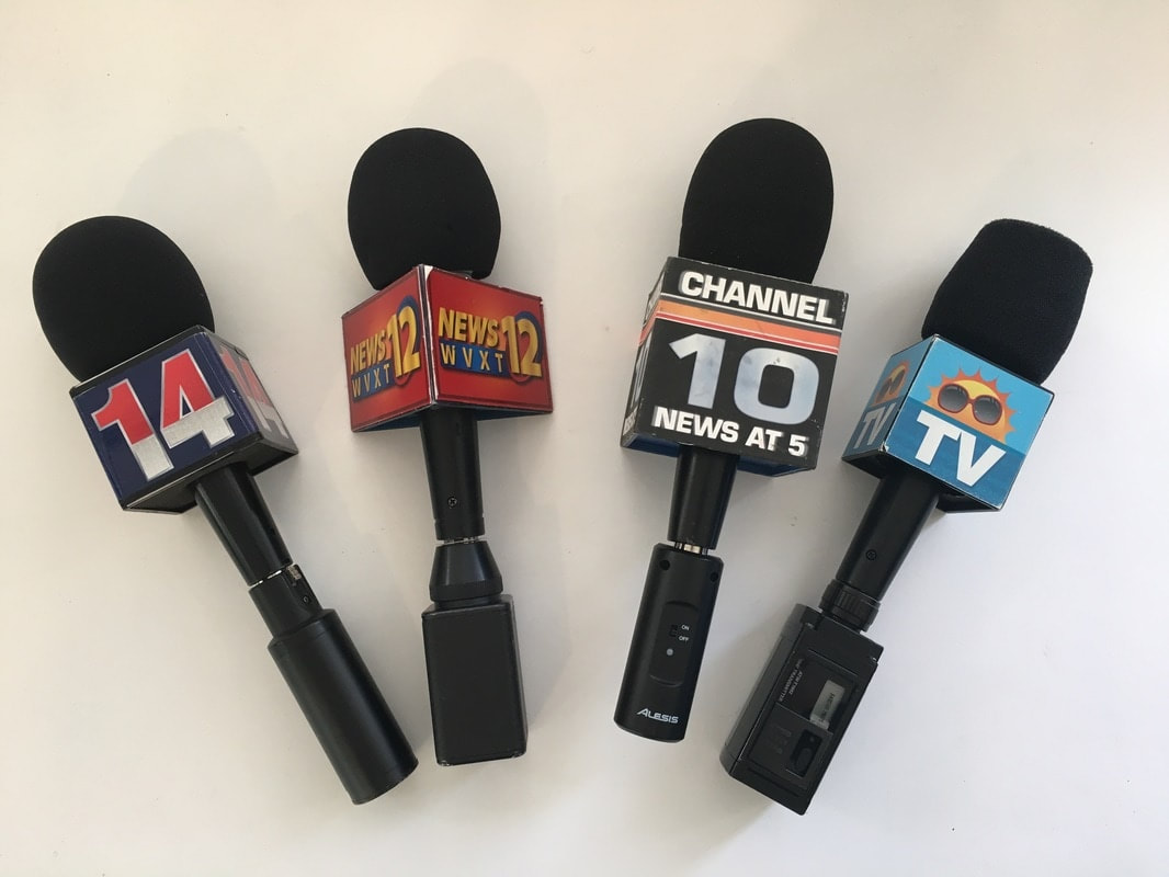 how to make a fake news reporter microphone